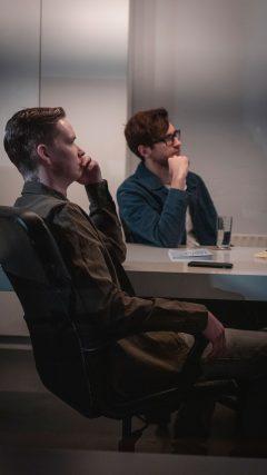 De Onliners kantoor bespreking